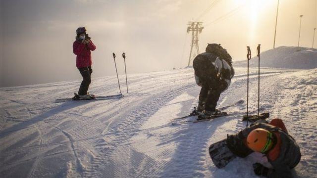 Esquiadores en Flor ஃ, Suiza (26/11/20)