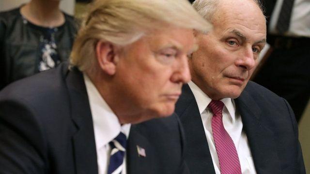 Wasiirka amniga gudaha John Kelly oo la sawiran madaxweyne Trump