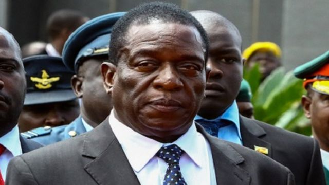 Emmerson Mnangagwa supporters booed di first lady for one rally wey she go.