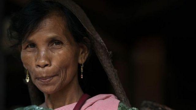 La plus jeune des filles est la gardienne des biens et devient le chef de famille après le décès de sa mère.