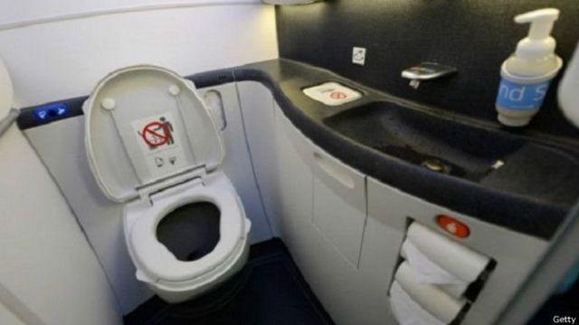 विमान टॉयलेट