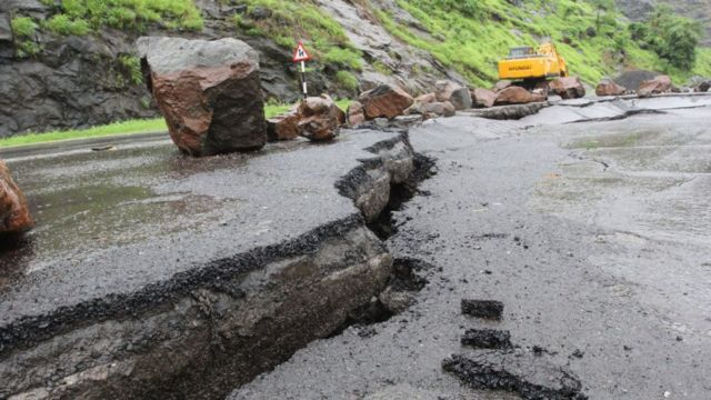 Crack for road
