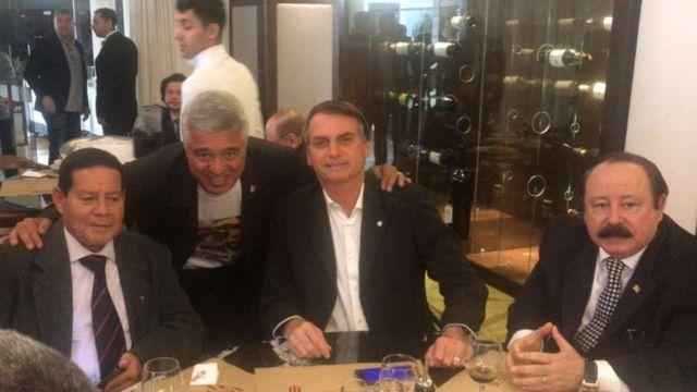 General Mourão ao lado de Major Olímpio, Jair Bolsonaro e Levy Fidelix