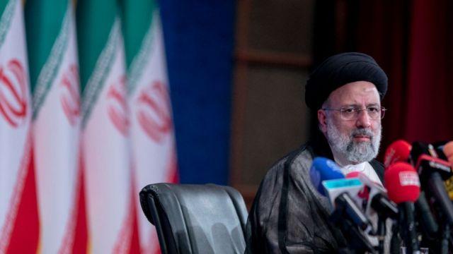 الرئيس الإيراني المنتخب إبراهيم رئيسي يعقد مؤتمرا صحفيا في قاعة مؤتمرات شهيد بهشتي في 21 يونيو 2021 في طهران، إيران.