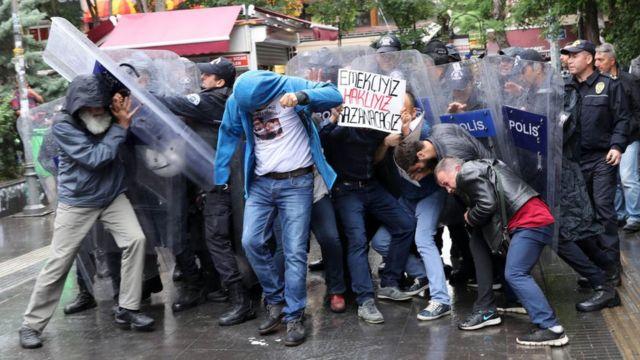 Nuriye Gülmen ve Semih Özakça'nın eylemine destek vermek isteyen göstericilere müdahale edildi