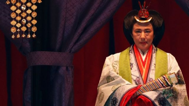 御帳台に座った皇后陛下