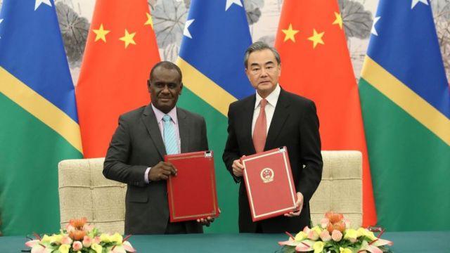在这份争议性协议签订前一天,所罗门群岛和北京刚刚正式建立外交关系。(photo:BBC)