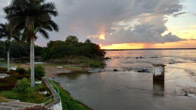 Rio Araguaia na cidade de São Domingos do Araguaia, que à época era chamada de São Domingos das Latas
