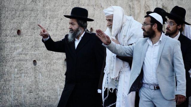 İşgal altındaki Doğu Kudüs'te Şeyh Cerrah mahallesinden birçok Filistinli ailenin tahliye edilmesi girişimleri İsrailliler ile Filistinliler arasında anlaşmazlıklara neden oldu