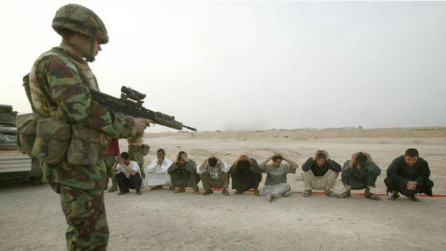 Soldado britânico em Basra em março de 2003