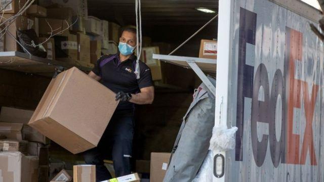 Un empleado de Fedex en Nueva York