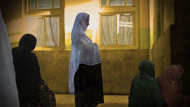 Sala de parto en Afganistán, ilustración