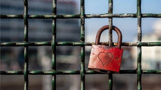 Rust heart padlock