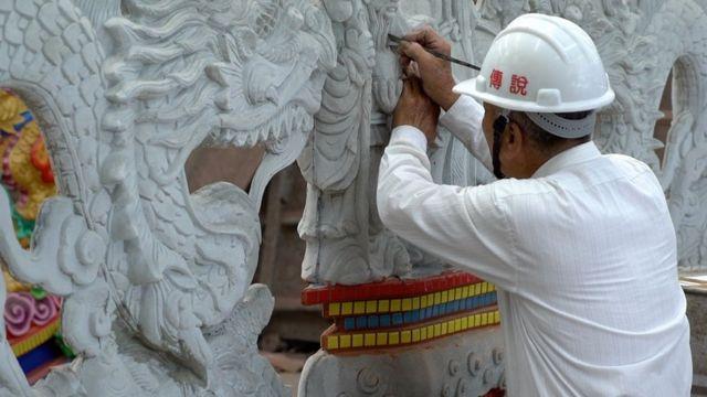 林复准亲手制作每一个新开发的庙。