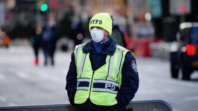 Полицейский в Нью-Йорке