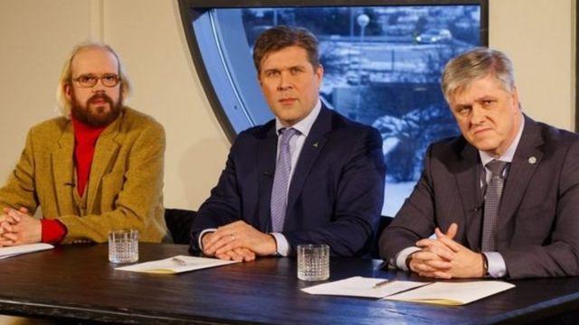 आइसलैंड के प्रधानमंत्री अपने सहयोगियों के साथ
