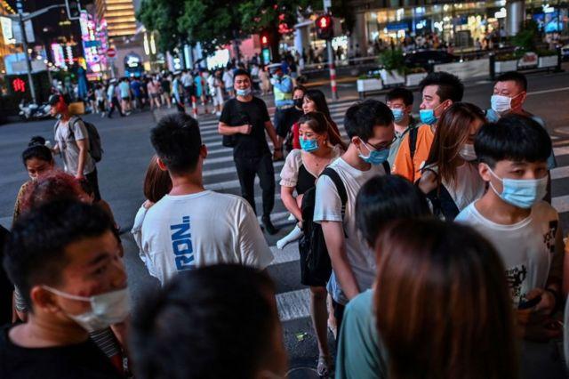 中国是全世界人口最多的国家,2010年的普查结果显示中国总人口为13.7亿人。