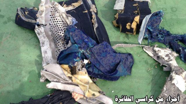 Objetos encontrados no local onde o avião da EgyptAir desapareceu, no mar Mediterrâneo