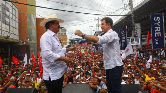El candidato de la Alianza de Oposición, Salvador Nasralla, con el coordinador del movimiento, el expresidente Manuel Zelaya.