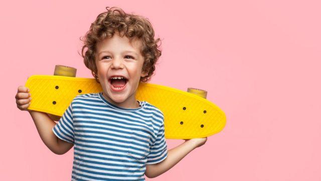 niño patinete