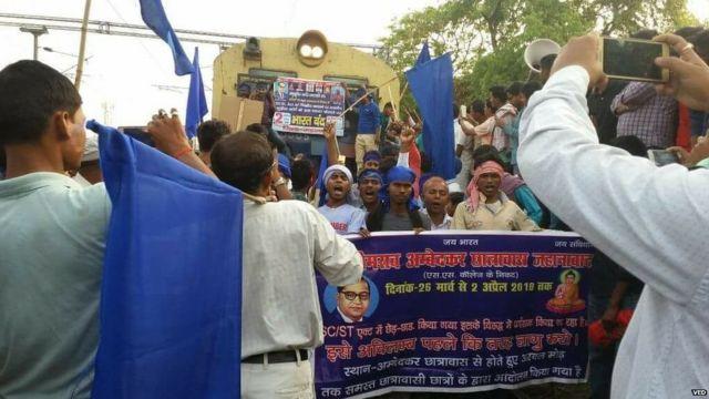 प्रदर्शन के दौरान जहानाबाद मे ट्रेने रोकी गयी.