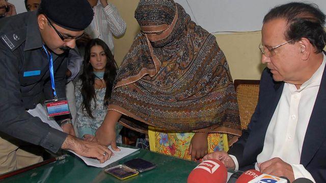 اس وقت کے گورنر پنجاب نے 20 نومبر 2010 کو آسیہ بی بی سے ملاقات کی تھی