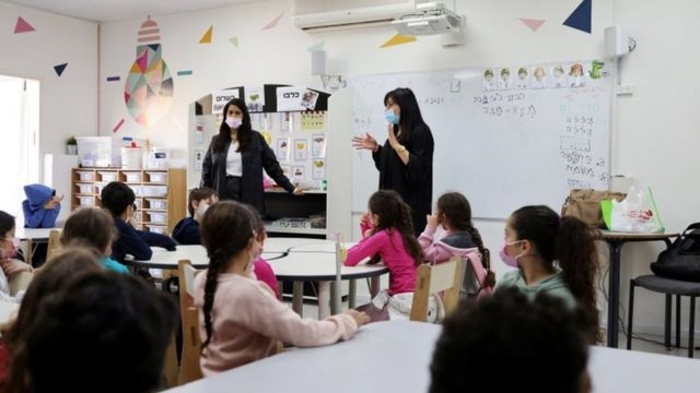 Crianças em escola israelense, em 11 de fevereiro