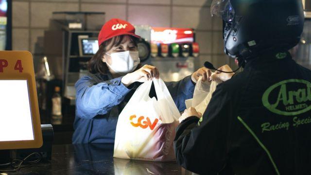 Rede coreana CGV tenta lucrar também com o delivery de comida de cinema