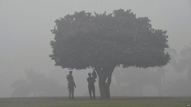 Indian security personnel stand guard at the Rajghat memorial amid heavy smog in New Delhi on November 7, 2017.