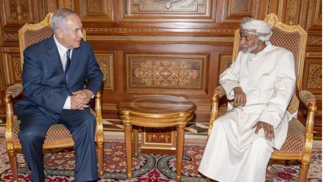 السلطان قابوس سلطان عمان استقبل نتانياهو بحفاوة