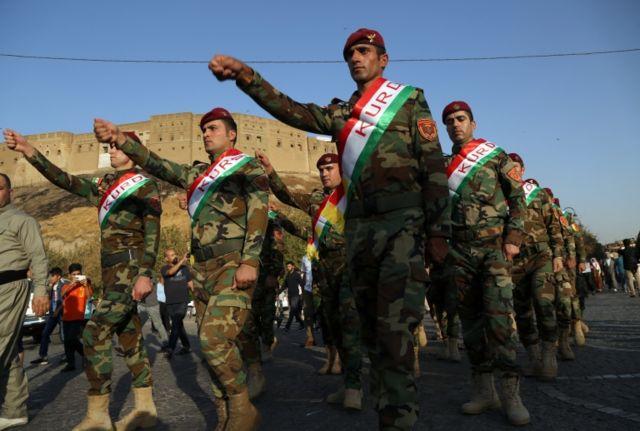 مقاتلو البيشمركة خلال مسيرة مؤيدة لاستقلال كردستان العراق