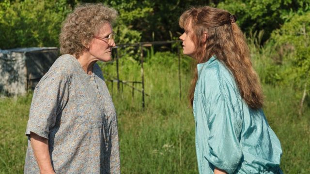 Glenn Close and Amy Adams in Hillbilly Elegy