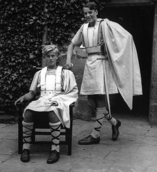 මැක්බෙත් ලෙසින් සැරසුන ෆිලිප් කුමරු Philip in costume as Macbeth / Copyright: Getty Images