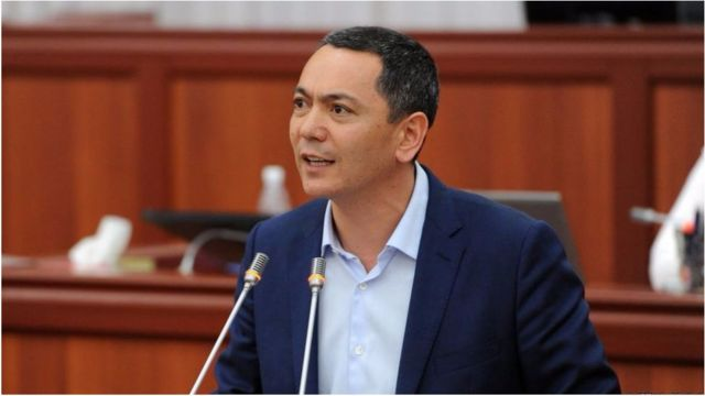Бабанов Атамбаев тушунда өкмөт башчы болуп, парламенттеги көпчүлүктө жана оппозициядагы азчылыкта да болду.