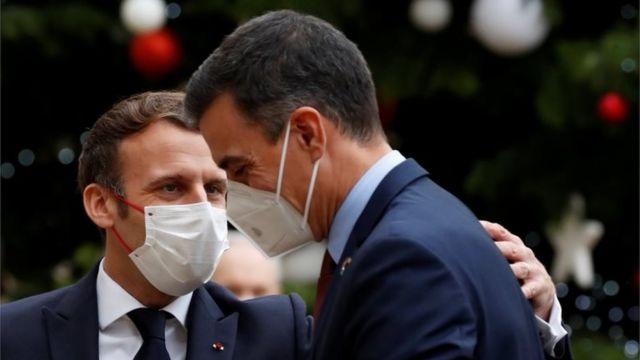 Madaxweyne Macron (B) ayaa Isniintii la kulmay RW Spain Pedro Sánchez