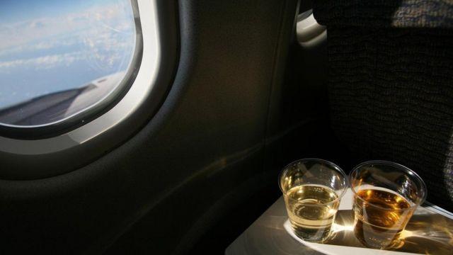 Алкоголь у літаку