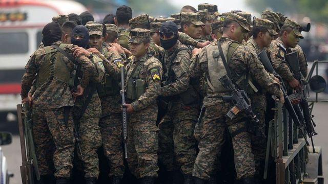 Soldados salvadoreños