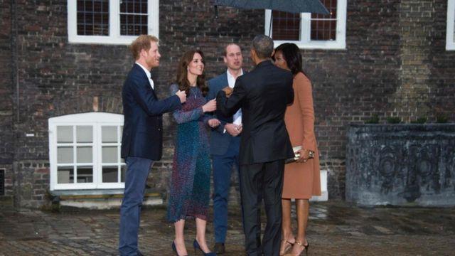 Obama n'umugore we bari kumwe n'igikomangoma Harry, igikomangoma William n'umugore we Kate ku ngoro ya Kensington.