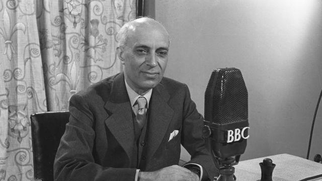 1948年,尼赫鲁在伦敦BBC演播室
