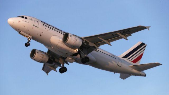 Самолет Air France вылетает из Шереметьево