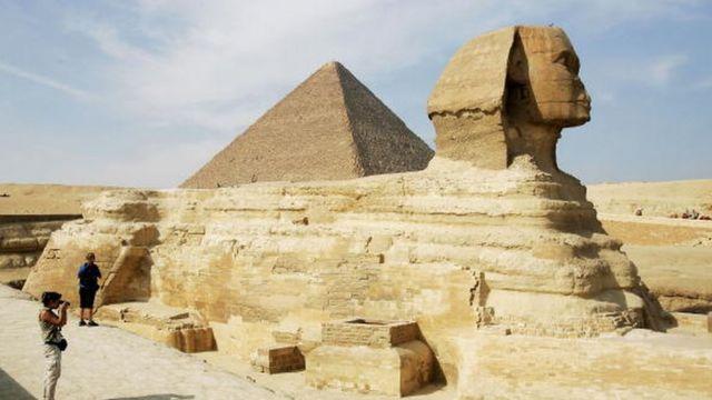 Le sphinx sur le plateau de Gizeh