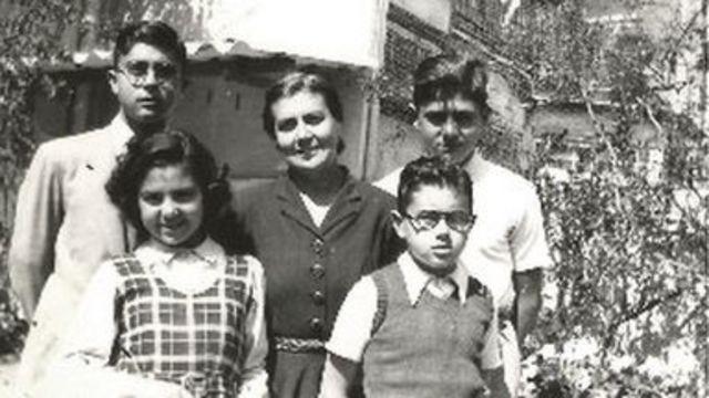 María Moliner y sus cuatro hijos.