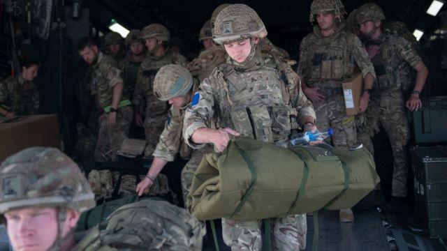 قوات بريطانية تساعد في عمليات الإجلاء في أفغانستان