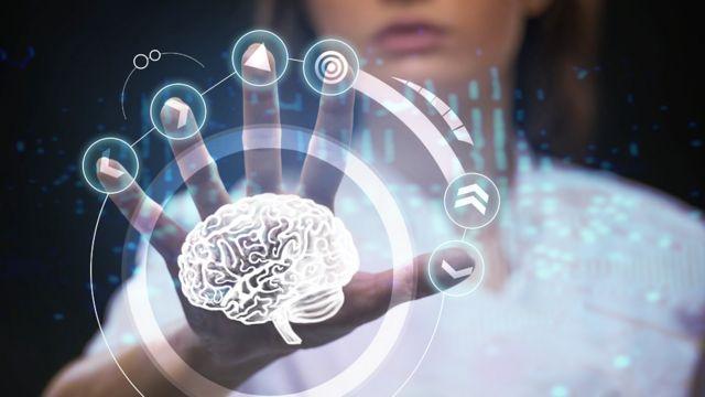 Ilustração de uma mulher manipulando o cérebro