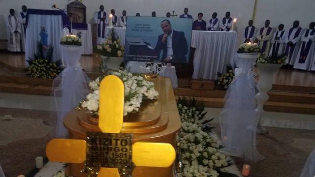 Ibada ya wafu ikiendelea kwa ajili ya Bw. Kizito Mihigo ambaye alipatikana akiwa amekufa katika mahabusu ya polisi mjini Kigali