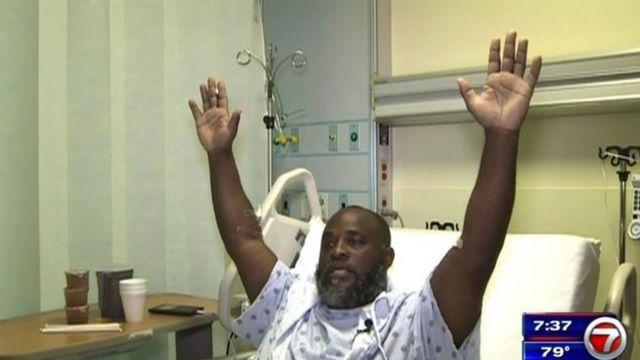 Charles Kinsey se recupera en un hospital de Miami tras recibir un disparo de la policía.