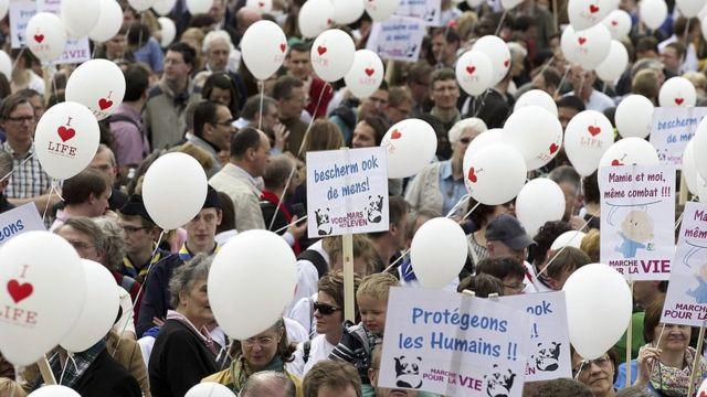 Manifestación contra la eutanasia en Bruselas, el 30 de marzo de 2014.