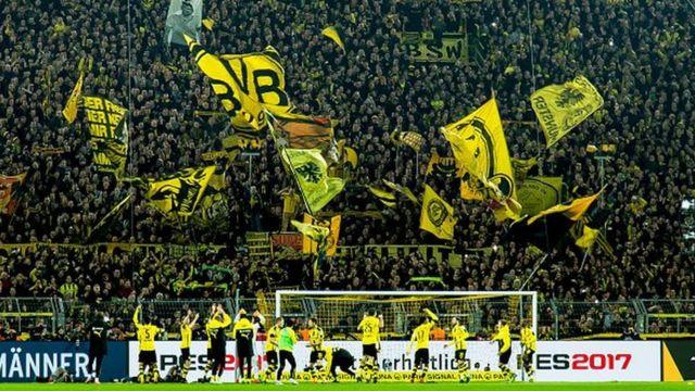 """Cette tribune appelée """" Mur Jaune"""" est la plus grosse tribune de supporters d'Europe avec ses 25.000 places."""