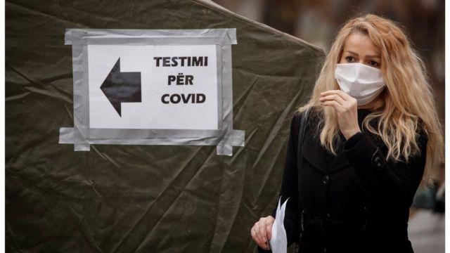 Local de teste para covid-19 no Kosovo