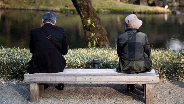 Casal de idosos no Japão